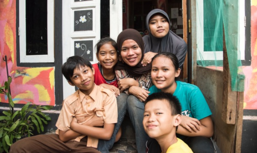 Resa Boenard, the inspiring founder of BGBJ, with some the kids growing up at Bantar Gebang landfill.