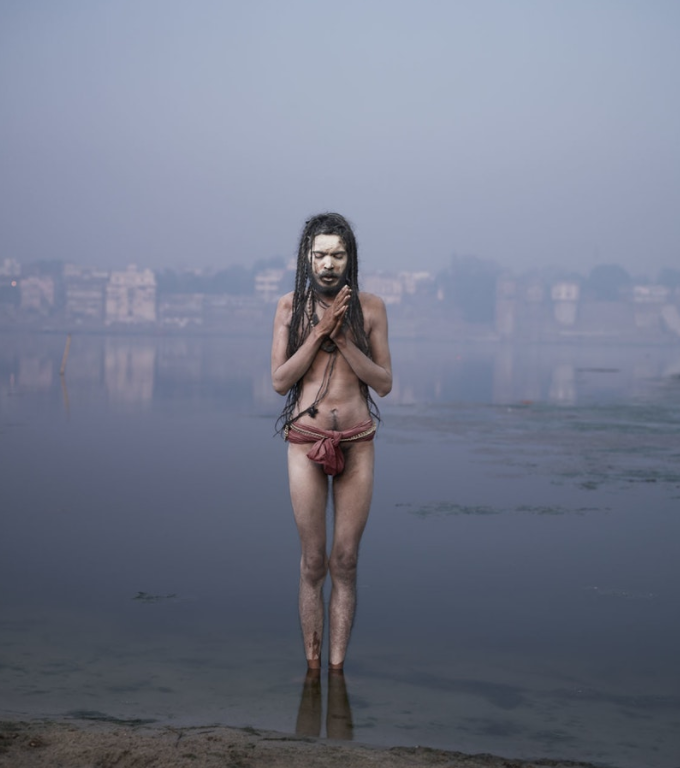 Baba Mooni conducting Aghori Puja in the Ganges river.