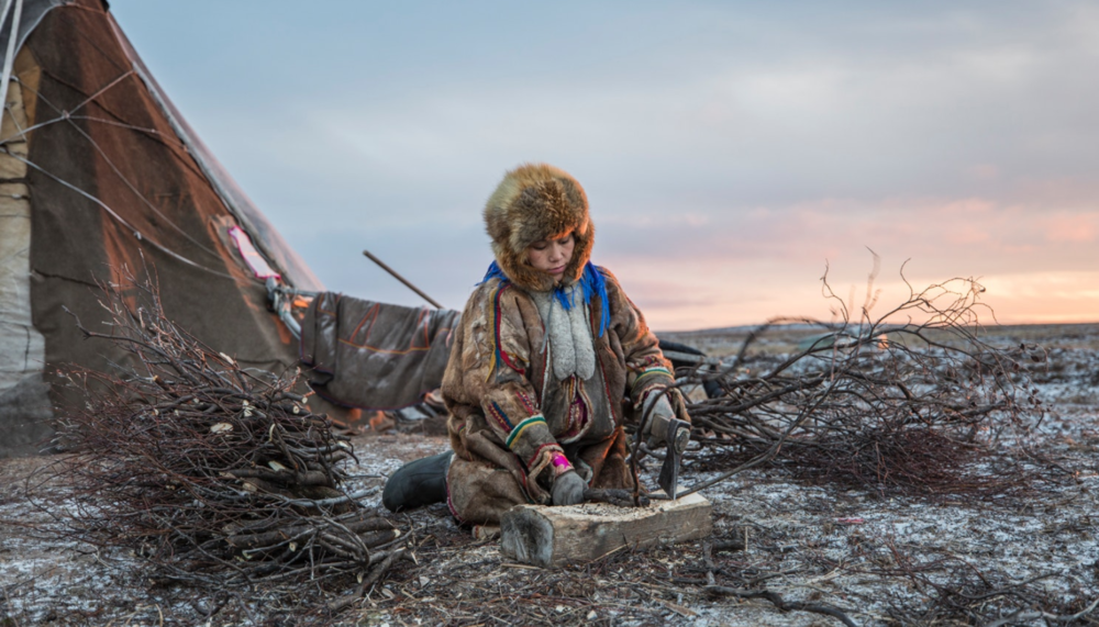 Lena locates, gathers, and chops all the wood that is needed to keep the fire burning at all times inside the chum. With winter temperatures that can reach -50°c, these tasks are essential for the family's survival and well-being.