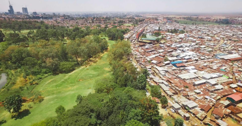 The chaos, noise, and density of the slum is neatly juxtaposed with the orderly calm green of the Royal Nairobi Golf Club, which opened in 1906.
