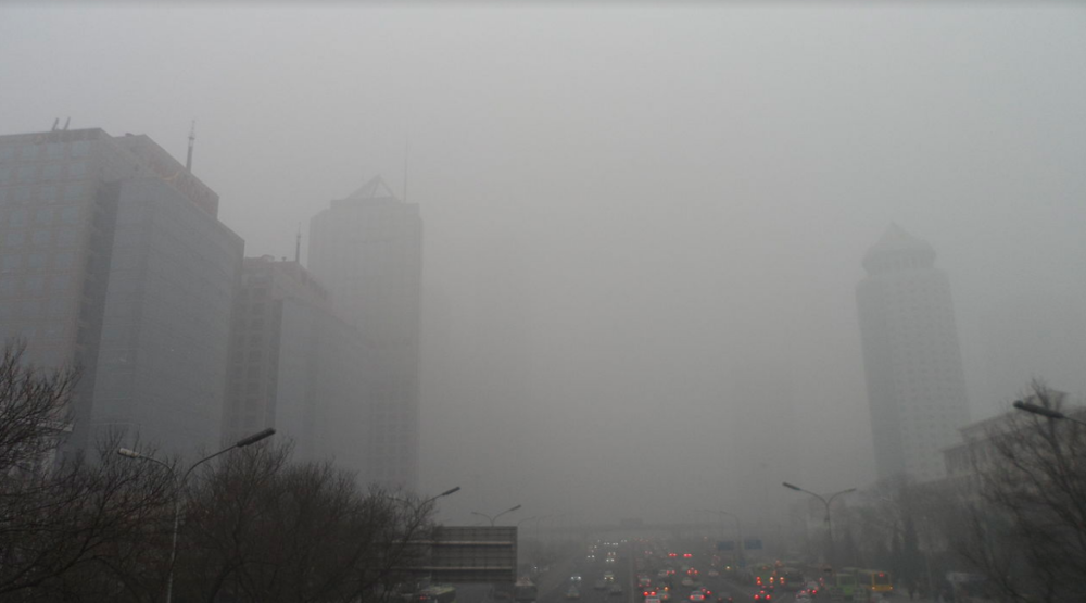 A smoggy day in Beijing. By 螺钉 - Own work, CC BY-SA 3.0,  https://commons.wikimedia.org/w/index.php?curid=24944427