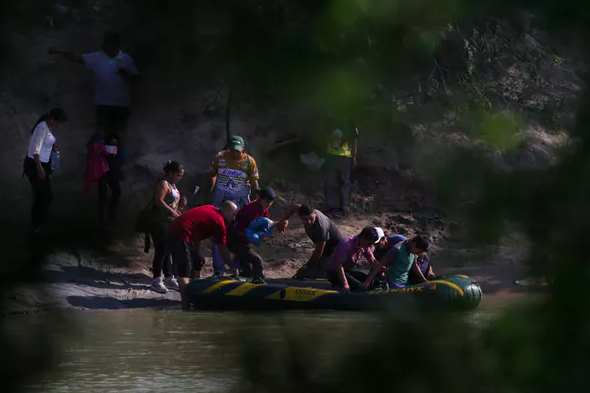 More migrants are now turning to smugglers to cross the US-Mexico border. Reuters/Loren Elliott