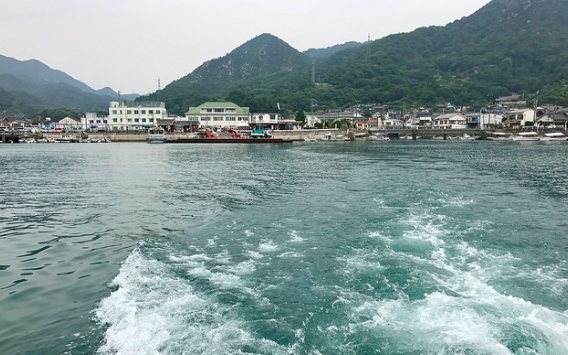 Tadanoumi Port viewed from the ferry to Ōkunoshima. Brian Shamblen. CC 2.0