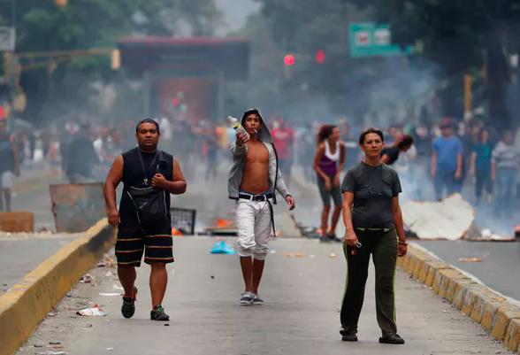 Venezuelans protest water shortages in Caracas on March 31, 2019. Reuters/Carlos Garcia Rawlins