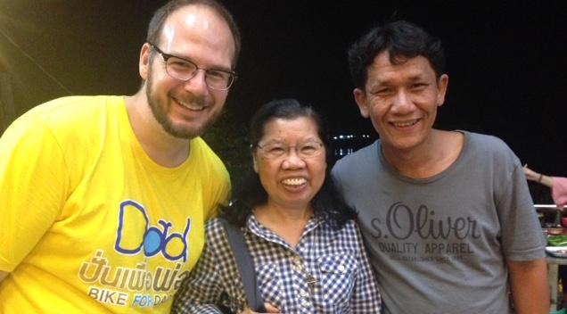 Here's a photo of a U.S. nurse and a Thai nurse (Krisida), with Sr. Pranee in between!
