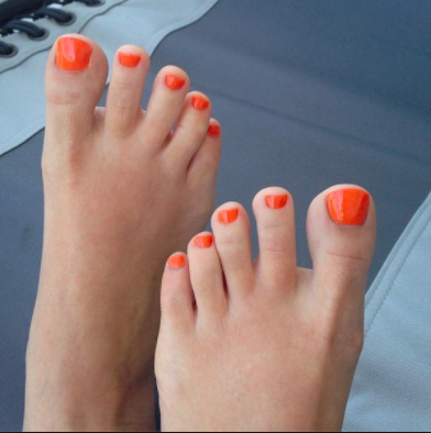 2.Beach Feet Orange Toes.png