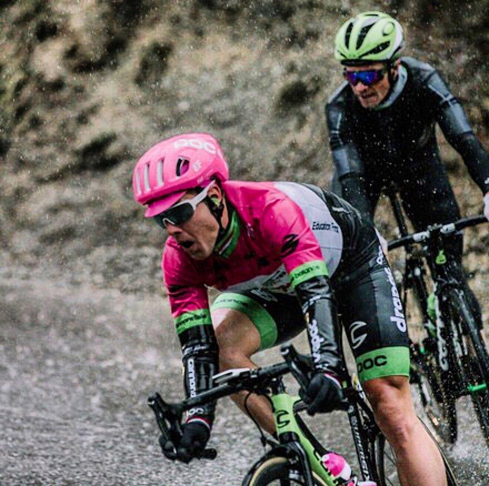 Following my ex-teammate Sebastian Langeveld down one of the twisty roads.
