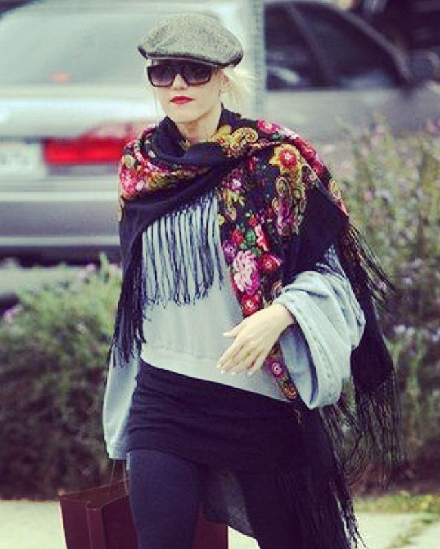 Street style inspiration from Gwen Stefani . . . #onlineshopping #streetstyle #celebritystyle #celebrityfashion #fashion #february #cozy #accessories #scarf #streetfashion #onlinesale #instafashion #instagood #fashionblogger #lifestyle