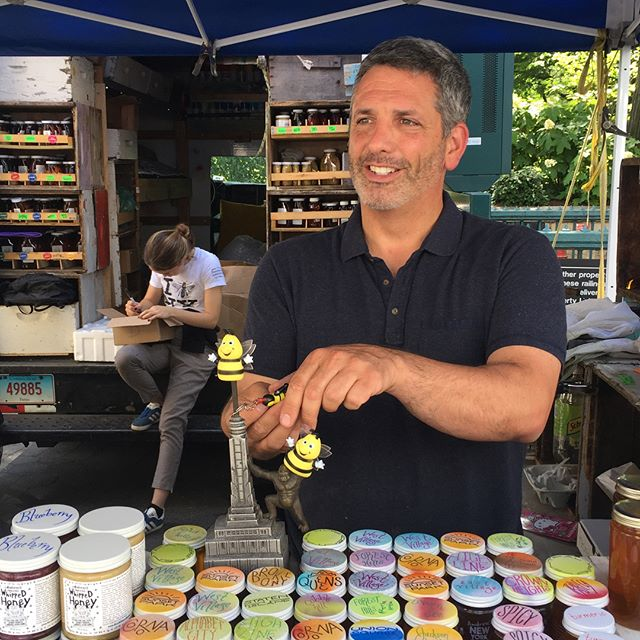 Attention #NYC 🐓 Andrew's Honey is on sale right now at the #unionsquare farmer's market 🐝 Meet the celebrity #Beekeepers and taste the magic of real urban #honey