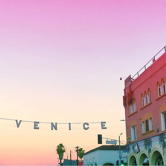 """<a href=""""http://instagram.com/venice_sunsets"""">@venice_sunsets</a>"""