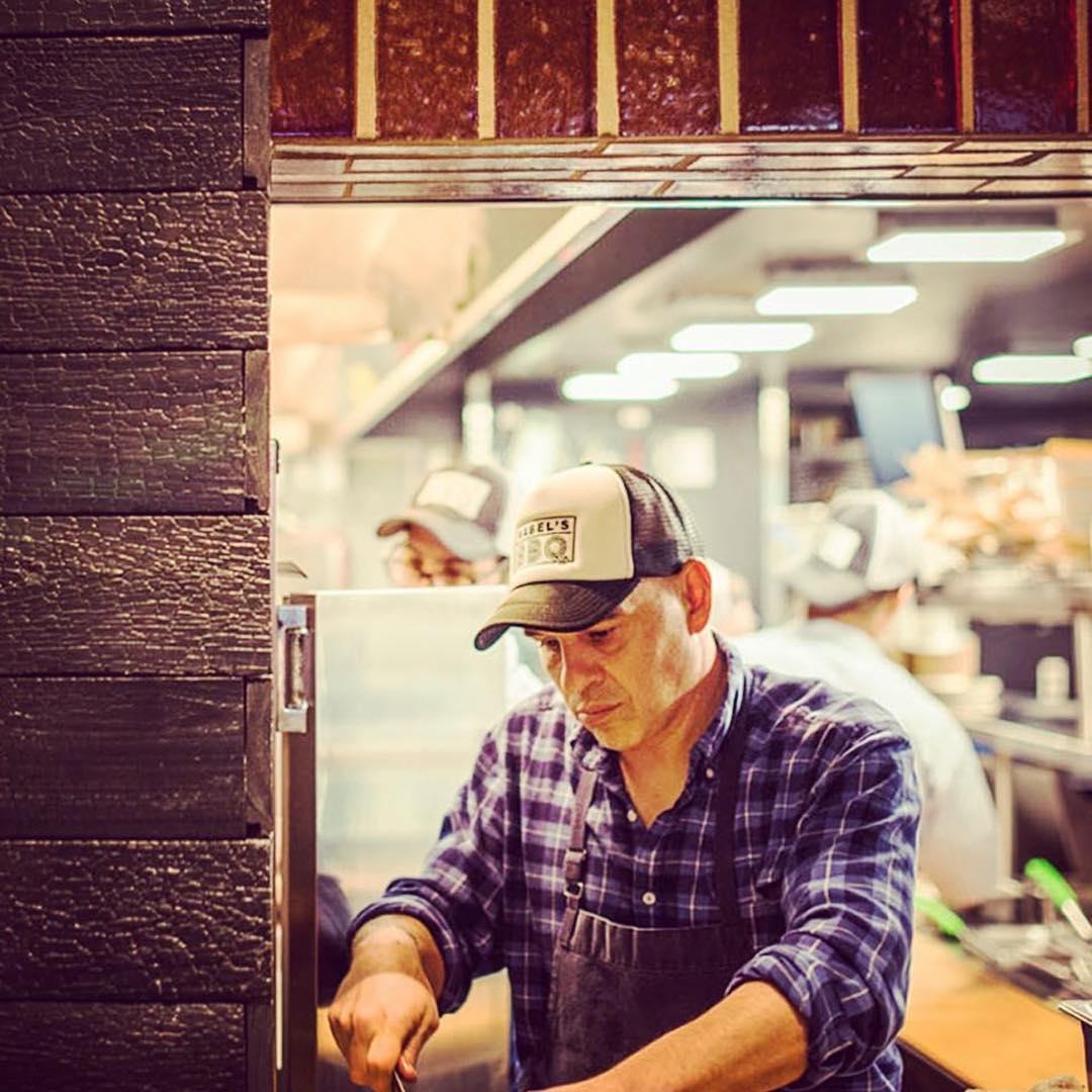 "<a href=""http://instagram.com/chefsymon"">@chefsymon</a>"