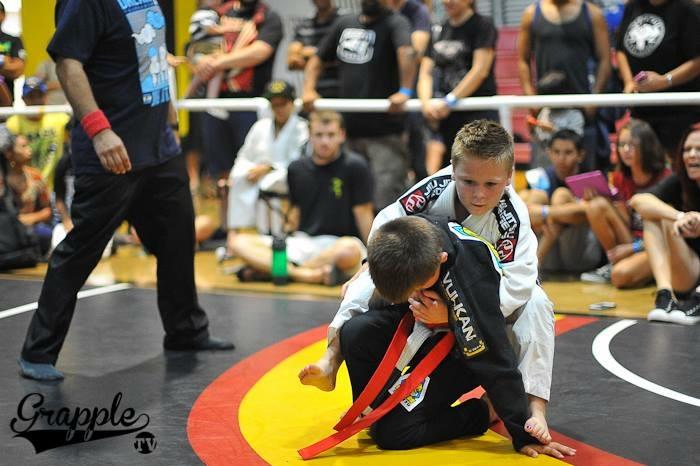 taking the back jiu jitsu