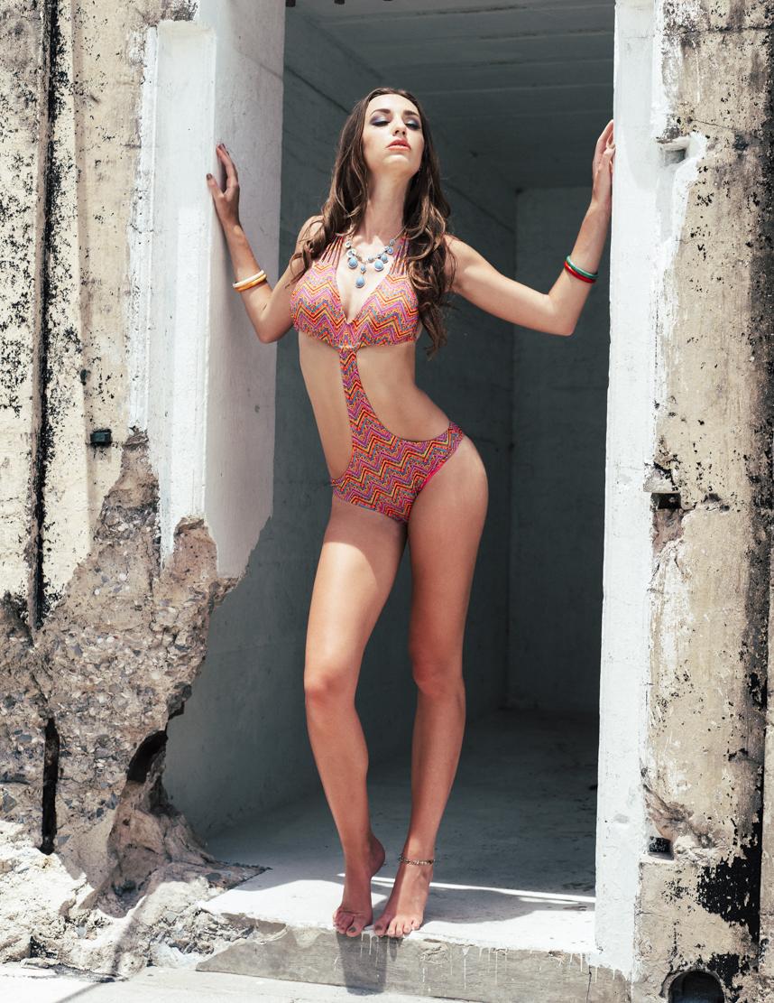 Model : Chloe New   MUA : Valentina Velikova   Styling : Myra Baldwin Thiessen
