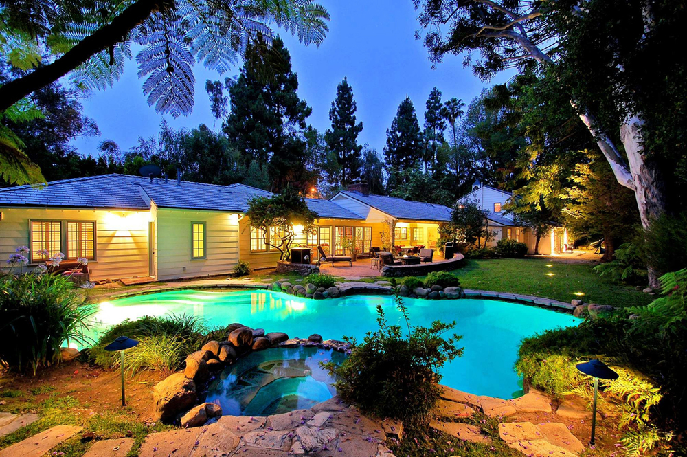 Cheryl-Hines-Brentwood-Home-For-Sale-LA-Times.jpg