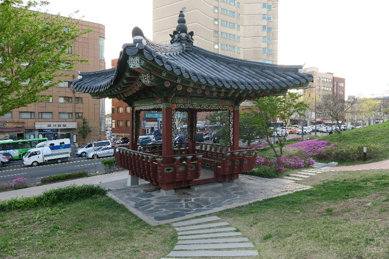 mealswithjamie-travel-seoul-south-korea-dongdaemun-seoul-city-wall-museum-rest-area