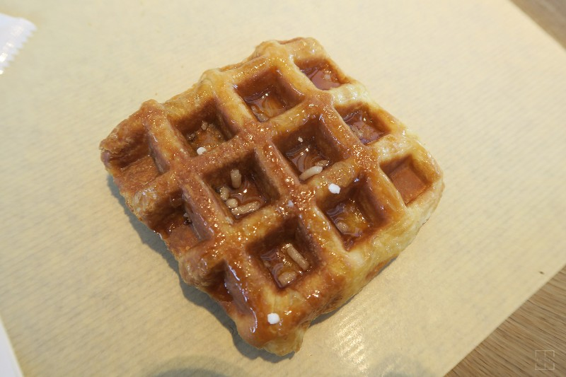 mealswithjamie-travel-seoul-south-korea-itaewon-paris-baguette-waffle
