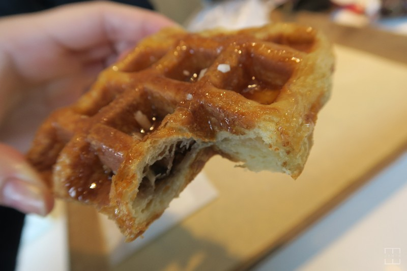 mealswithjamie-travel-seoul-south-korea-itaewon-paris-baguette-waffle-bite