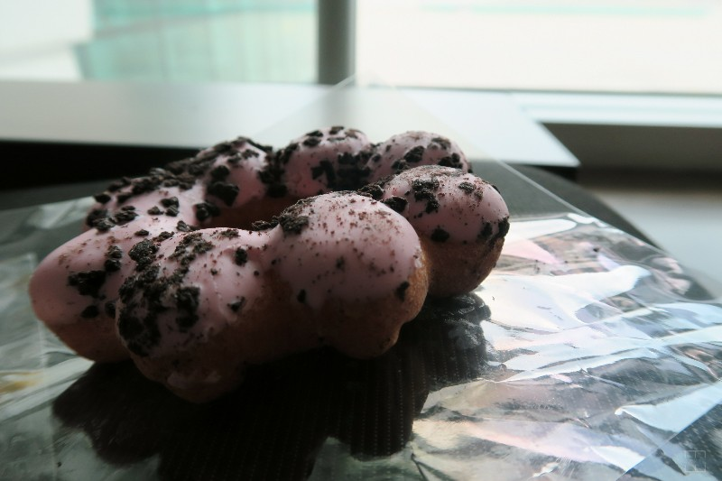 mealswithjamie-travel-seoul-south-korea-dunkin-donuts-strawberry-mochi