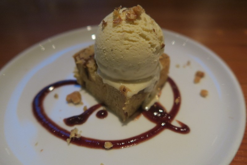 mealswithjamie-travel-seattle-washington-restaurant-week-pomerol-bread-pudding-chicken-skin-ice-cream