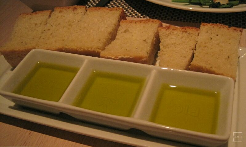 mealswithjamie-fig-and-olive-newport-beach-california-olive-oil.jpg