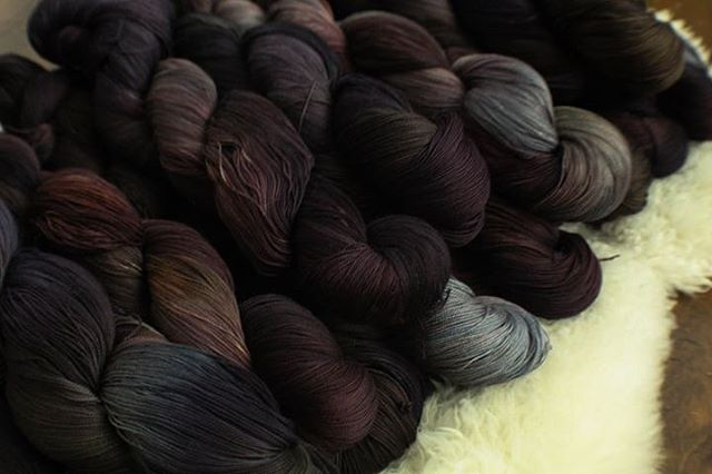Stain on the House of Black is going on @stormborne_fiber_witchery's loom, and is on our Egyptian Cotton Folklore line.... which means there will be a HANDSPUN WEFT! #stainonthehouseofblack #houseblack #sirius #debtoftime #harrypotter #potterverse #babywearinggeeks #geekybabywearing #wovenwithloveandmagic #cauldronandcloth @cauldronandcloth #handwovenbabywrap #handwovenwrap #babywearingwrap #loomtowrap #l2w @loomtowrap #babywearing #closeenoughtokiss #attachmentparenting  #carrythem #babywearingweaver #visibleandkissable #babywearersofinstagram
