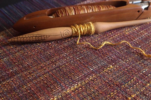 Handspun inlays of pure golden color! #teenangst @stormborne_fiber_witchery #wovenwithloveandmagic #cauldronandcloth @cauldronandcloth #handwovenbabywrap #handwovenwrap #babywearingwrap #loomtowrap #l2w @loomtowrap #babywearing #closeenoughtokiss #attachmentparenting  #carrythem #babywearingweaver #visibleandkissable #babywearersofinstagram