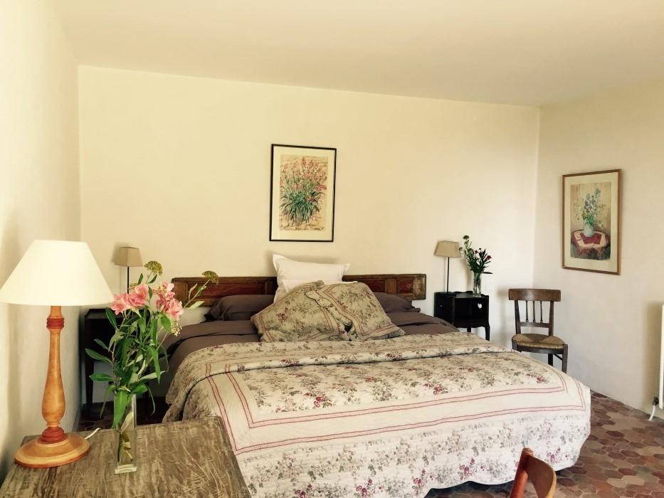 chambres d hotes champaga chambre gabrielle  grand lit.jpg