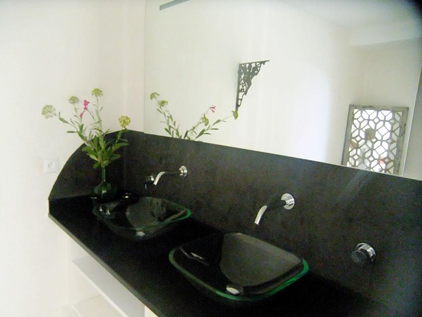 chambres d hotes champaga chambre de la fontaine salle de bain.jpg