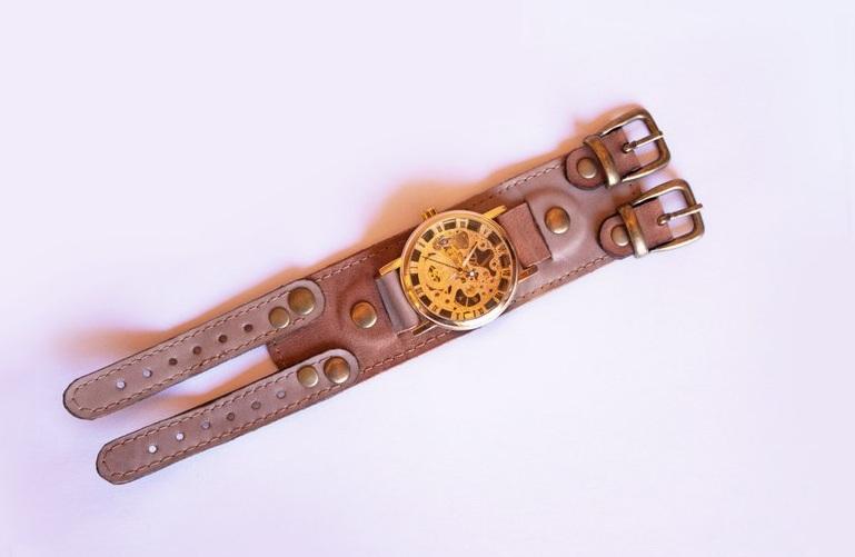 wristwatch alamo