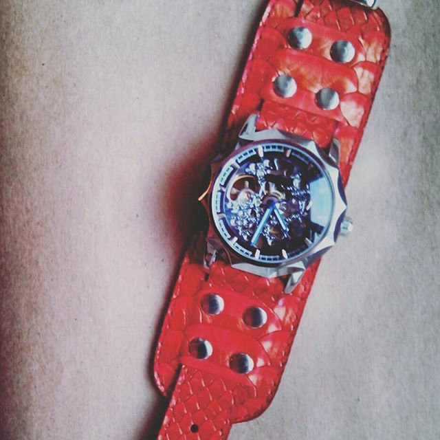 Watchesomeness 2.0.  Featured watch: Red Dragon ($139,-)