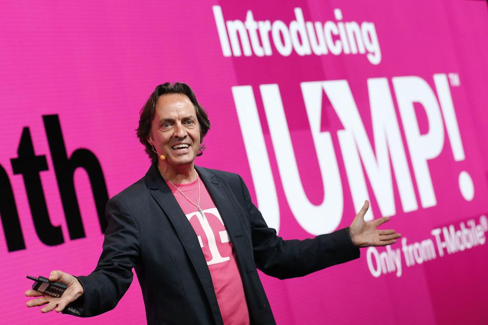 티모바일의 CEO인 존 레제레.