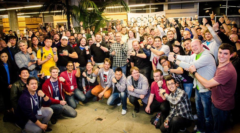 2013년,출시 1주년 파티 당시 찍은 사진. 직원 뿐만 아니라 일부 사용자도 파티에 참석했다고 합니다. (페블)