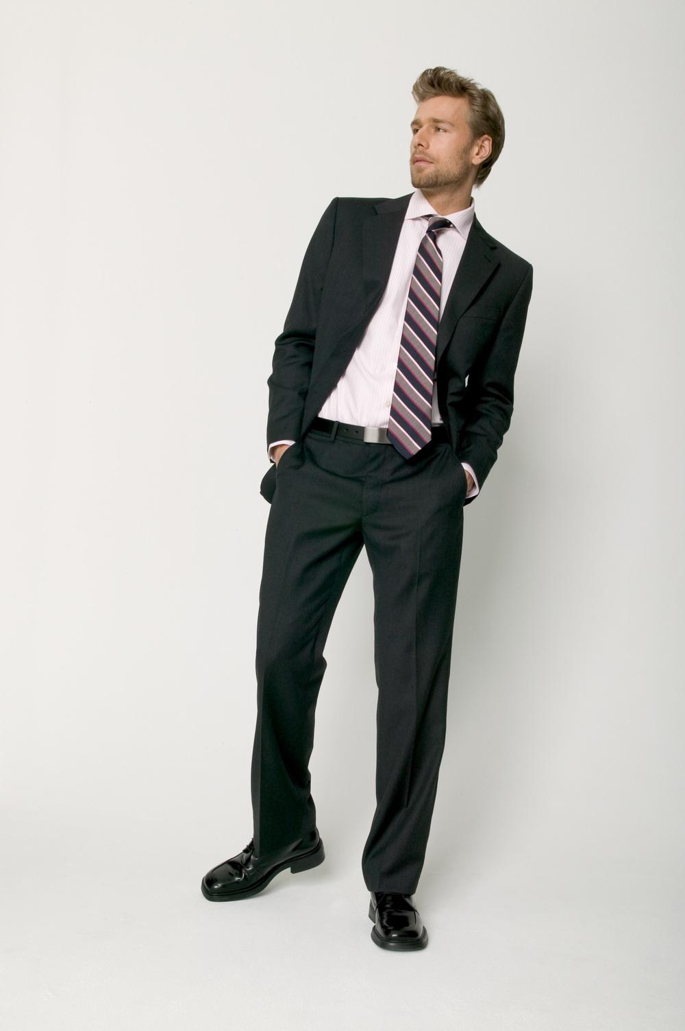 gray_travel_suit-009172.jpg