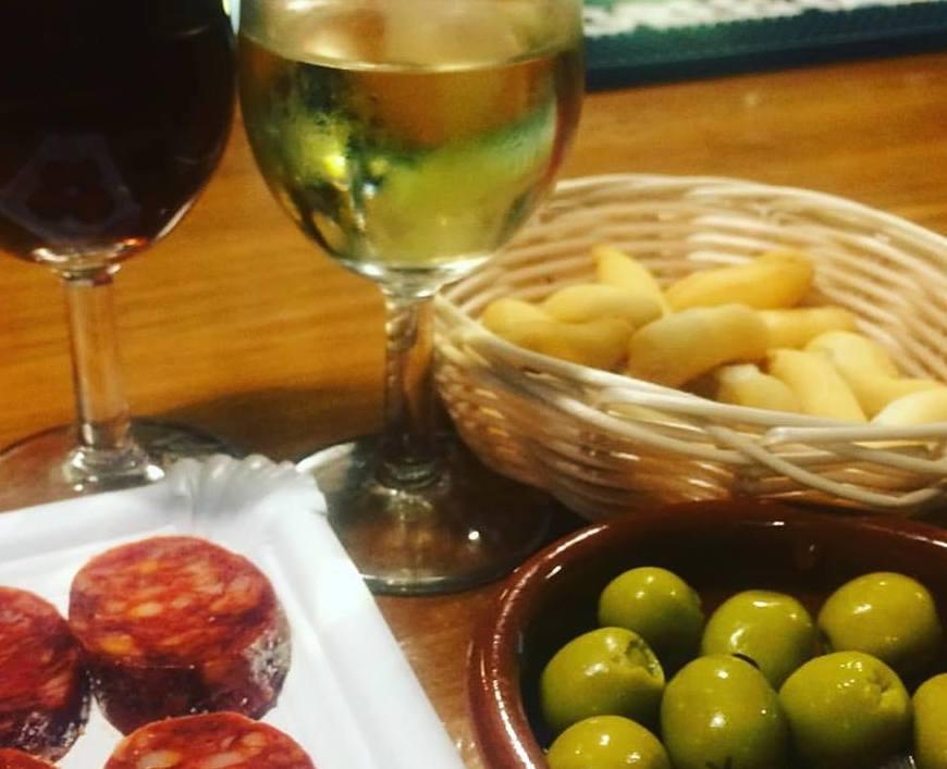 Two sherries +three tapas =€7