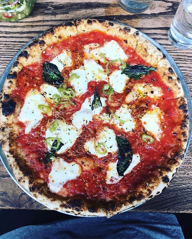 #Repost @jenni.haven ・・・ Best pizza I've ever had! @speedyromeo #pizza