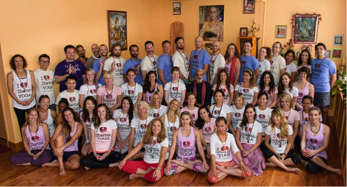 Group Picture with mentors and Sri Dharma Mittra in the middle. Photo: Jeffrey Vock