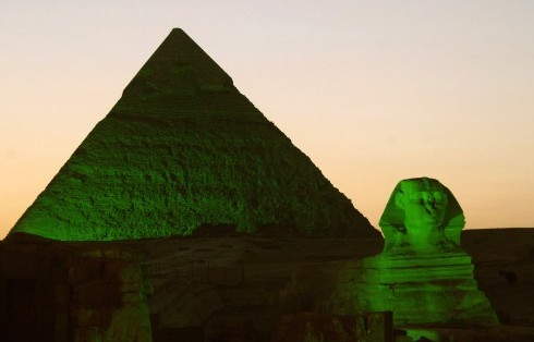 pic-2-PYRAMIDS-AND-SPHINX-GO-GREEN-FOR-ST-PATRICKS-2013-min