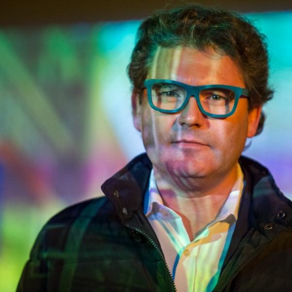 Ted Style 20' Charla estilo TED basada en estimular al público a partir de un guión inteligente y una imagen cautivadora. Pensadas para todo tipo de público. Motivadoras sesiones que invitan a actuar, a proponerse desafíos. Ideal para aperturas o cierres de eventos.