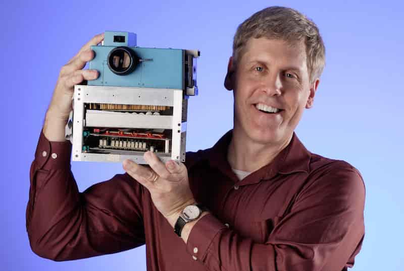 New-Steve-Kelly-photo-of-Sasson-with-Camera1-min.jpg