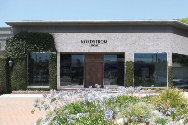 Fachada de la nueva tienda Nordstrom Local en Los Angeles.