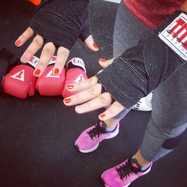 Crystal showing off her fresh mani before boxing bootcamp #boxfitfight #boxingbootcamp #nails #boxinginstyle #wickerparkfit #bucktownfit #chitownfit #boxingandfashion