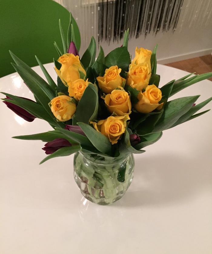 Gula rosor och lila tulpaner<3