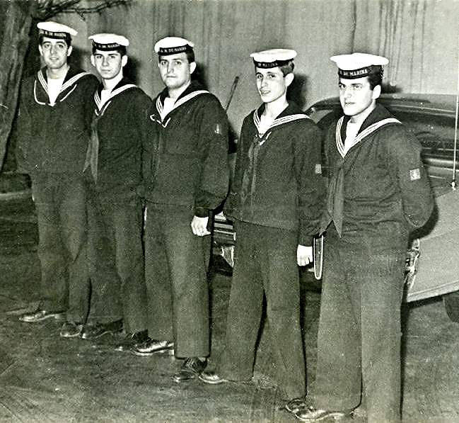 sailors-744040.jpg