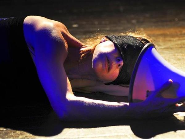 image: Katherine Cogill performing in The Secret Noise . Image byHeidrun Löhr