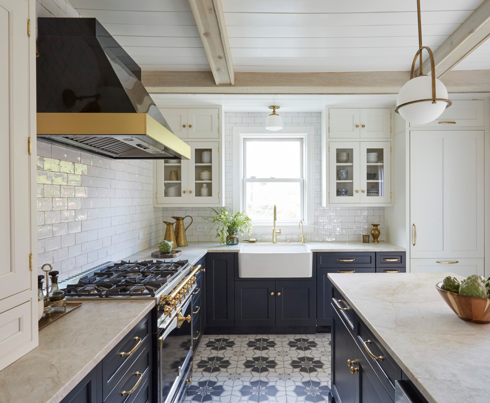 a-chicago-cottage-mixes-old-school-charm-and-modern-decor-59c936821c2f5d146a42e875-w1000_h1000.jpg