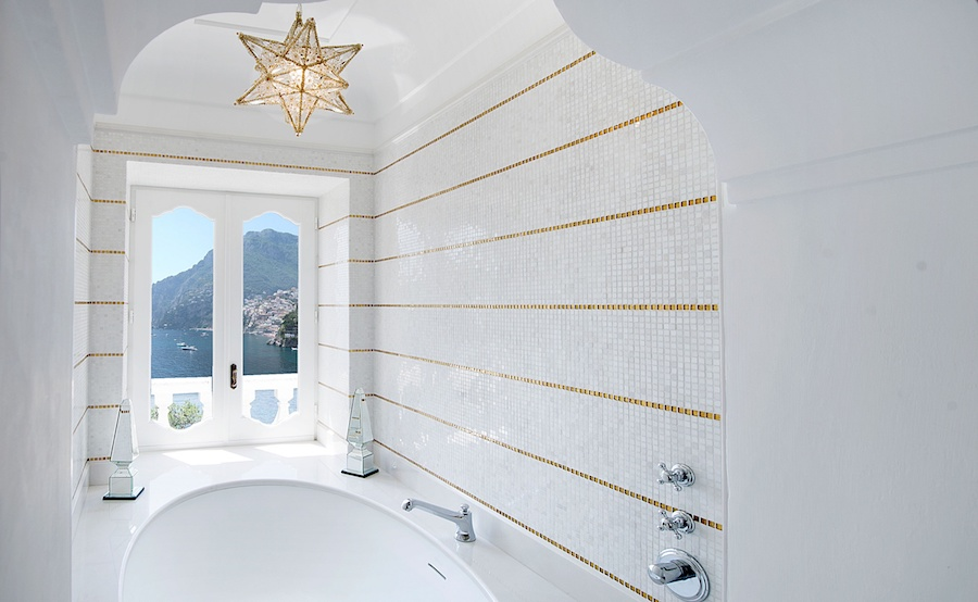 villatreville-bathroom.jpg