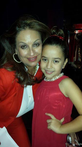 Dariana pro.model /actress performed at Sabado Gigante