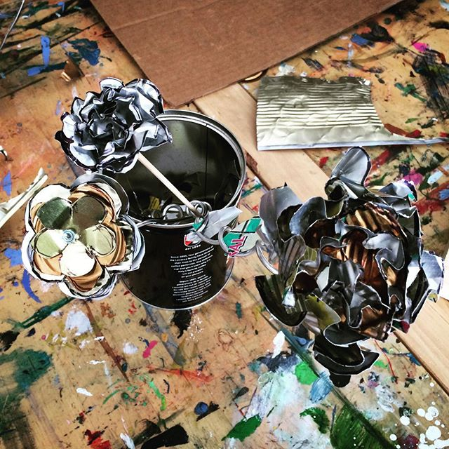 everlasting flowers from today's #metal #workshop 🌼🌺🌹#thursdayartworkshops #silver #gold #copper #aluminum