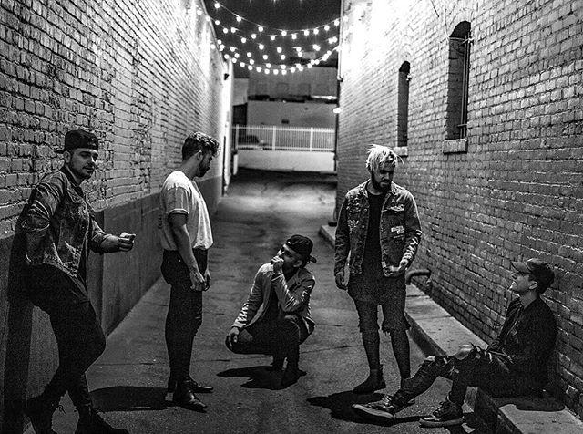 Alley kids 📷: @samanthasheldon_