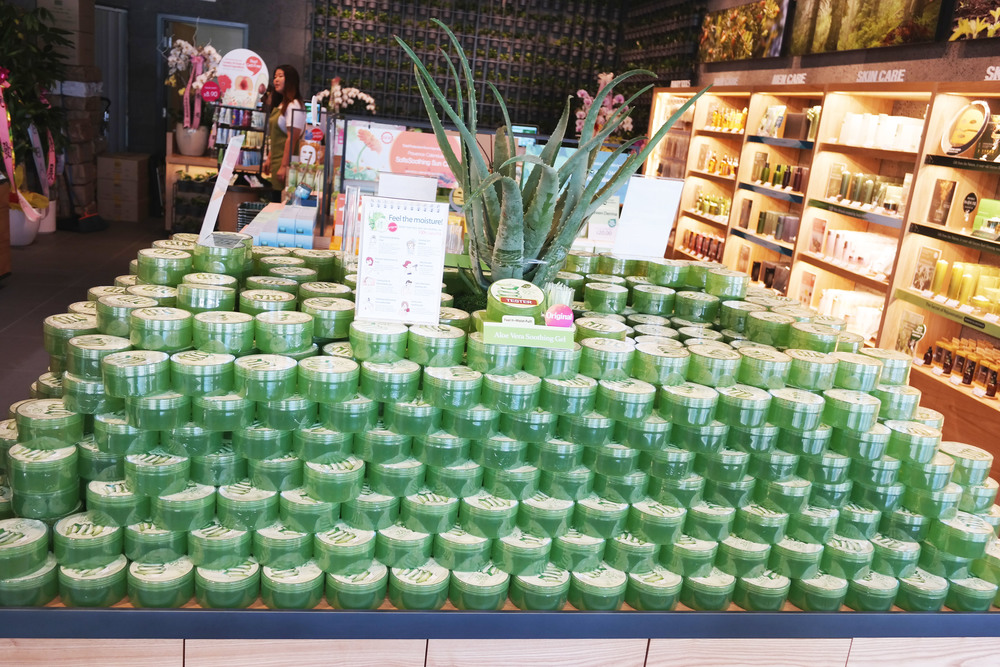 Here is Nature Republic's best seller! 92% pure aloe vera - perfect for the summer!
